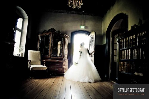 What does a wedding photographer cost?
